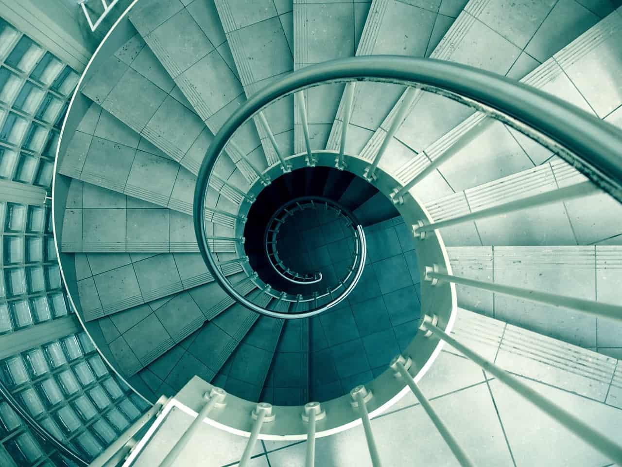 מדרגות במעגל